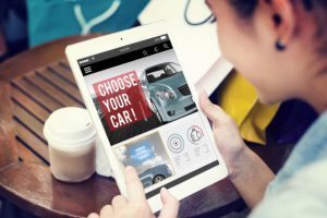 Shopping-for-a-car-online-on-a-smart-phone